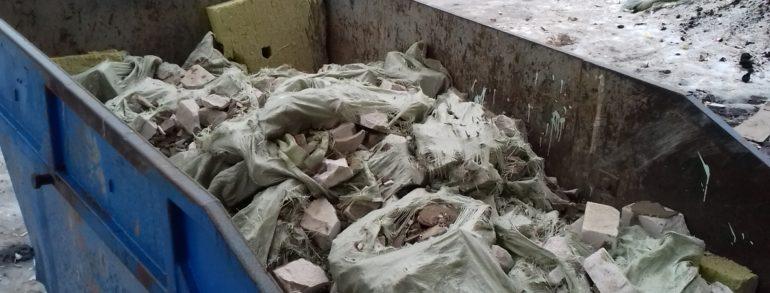 Погрузка стр. мусора и его вывоз контейнером ( ул. Свободы)
